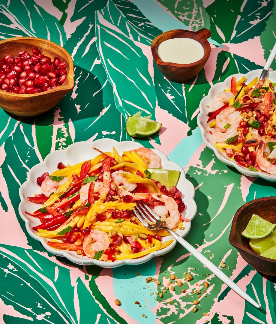 Salade de crevettes et de mangues garnie de crème champêtre