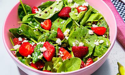 Salade d'épinards aux fraises et au feta