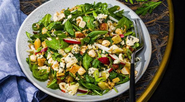 Salade tiède aux amandes d'avoine, aux topinambours et au bleu