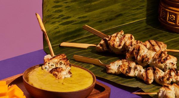 Satay de poulet, sauce à la mangue