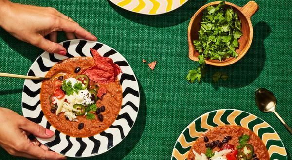 Soupe d'inspiration mexicaine au fromage et à la crème fraîche