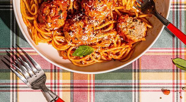 Spaghettis aux boulettes de viande et parmesan