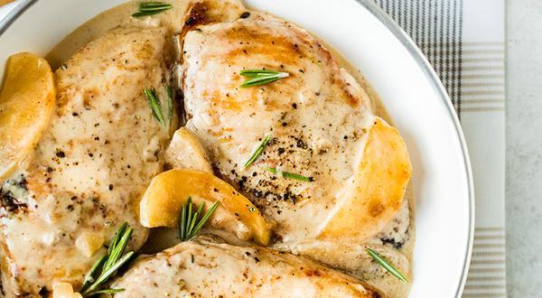 Suprême de poulet aux pommes et romarin