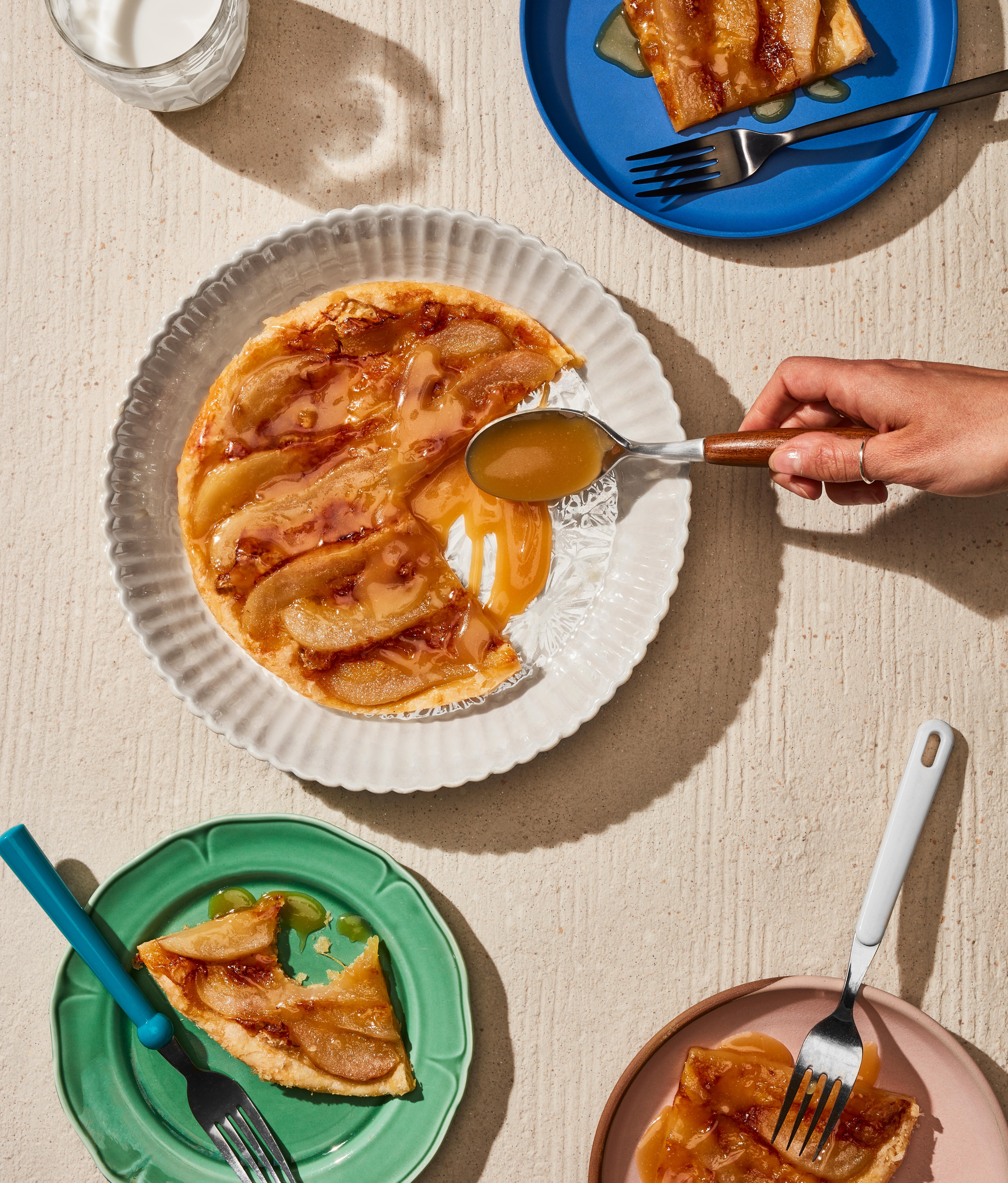 Tarte feuilletée aux poires, au fromage Le Riopelle de l'Isle et à la vanille