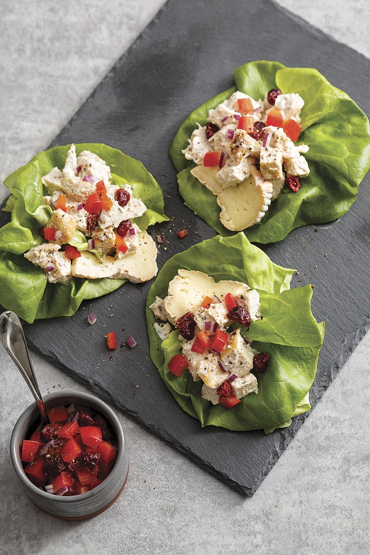 Wrap de laitue à la salade de poulet et fromage