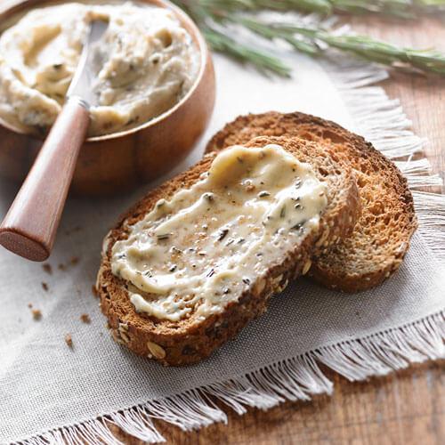 Le beurre Roi des forêts au romarin et noix de pin