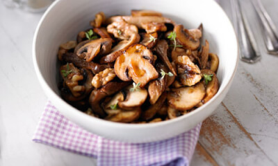 Poêlée de champignons aux noix de Grenoble