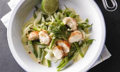 Salade tiède de haricots verts, fenouil et homard, sauce hollandaise