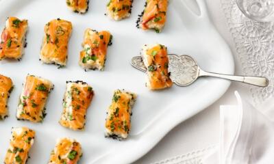 Bouchées de sushi au saumon et à la crème fraîche épicée