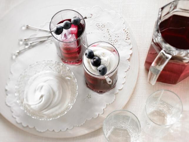 Cocktail aux bleuets et à la crème fouettée