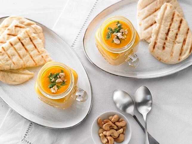 Crème de carottes, cajous rôtis et gingembre