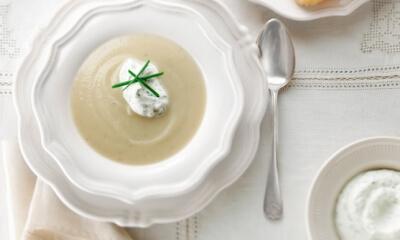 Crème de panais et sa garniture de crème fouettée à la coriandre