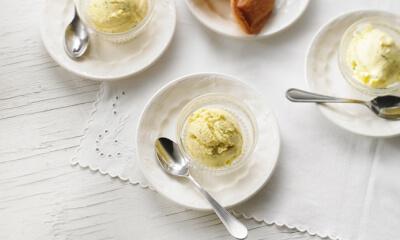 Crème glacée à la mangue, lime et coriandre