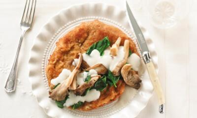 Escalopes de veau au parmesan, poêlée de champignons aux épinards et à la crème