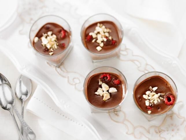 Pots de crème au chocolat et framboises fraîches