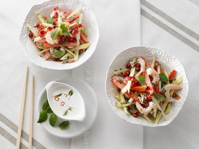 Salade de mangues et de crevettes thaïes