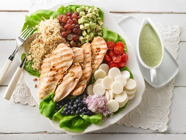 Salade estivale au poulet grillé et millet