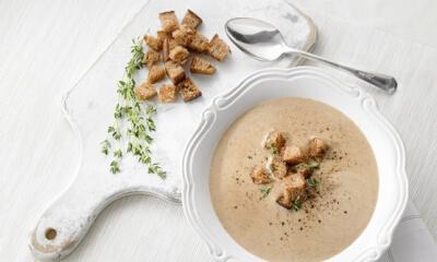Soupe à l'oignon rôti et au vieux pain
