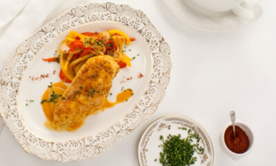 Suprêmes de poulet à la crème relevée au paprika