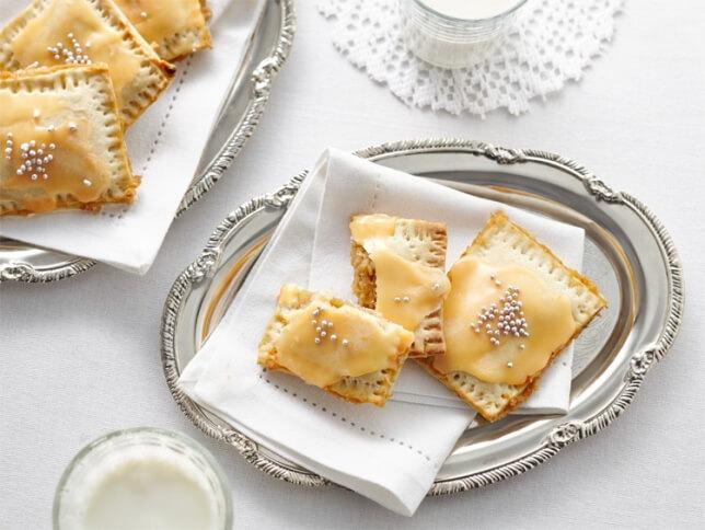 Tartelettes maison de type Pop-Tarts aux pommes et glaçage au sucre à la crème