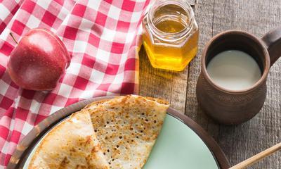 Crêpe aux pommes, au miel et au suisse