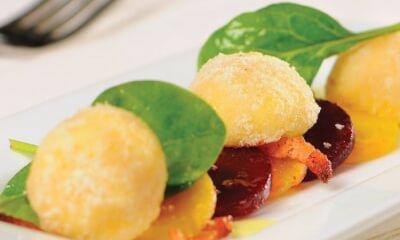 Duo de betteraves, salade de bébés épinards et truffes au fromage Le Casimir et aux amandes