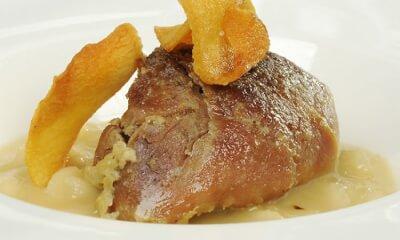 Épaule de porc braisée au lait sur risotto aux topinambours et au fromage Les Métayères
