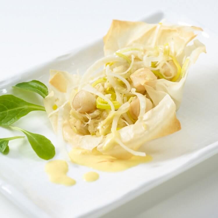 Feuilletés de pétoncles au suisse d'ici, sauce au safran