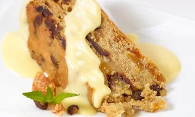 Gâteau aux fruits, sauce sabayon au fromage Le Riopelle de l'Isle