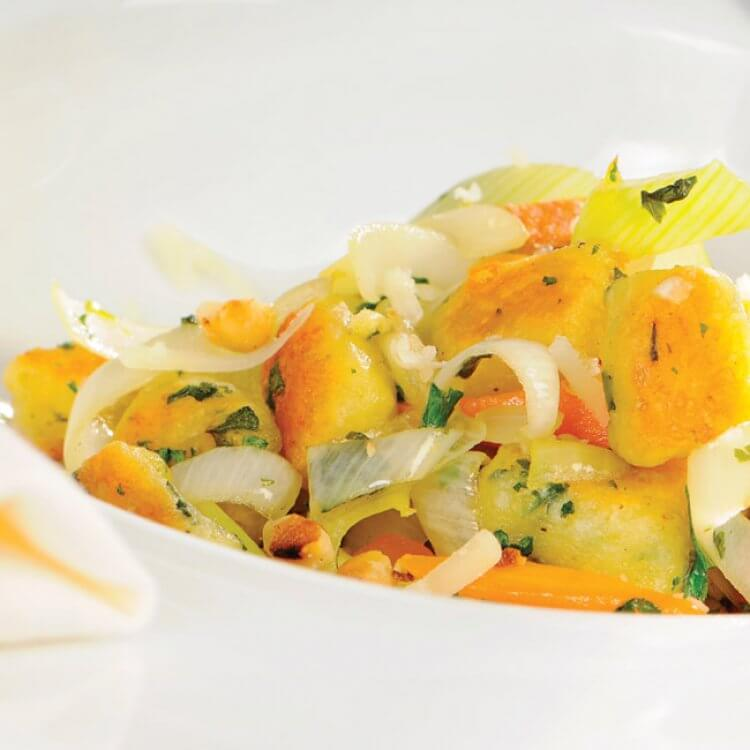 Gnocchis au Louis d'Or, légumes de saison et noix de Grenoble