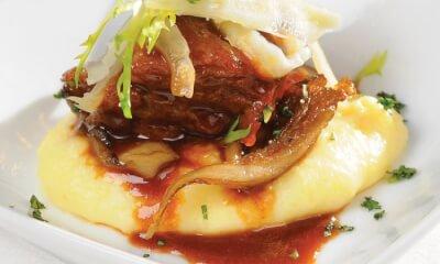 Joue de veau, purée de pommes de terre au fin Renard, pleurotes et fenouil mariné