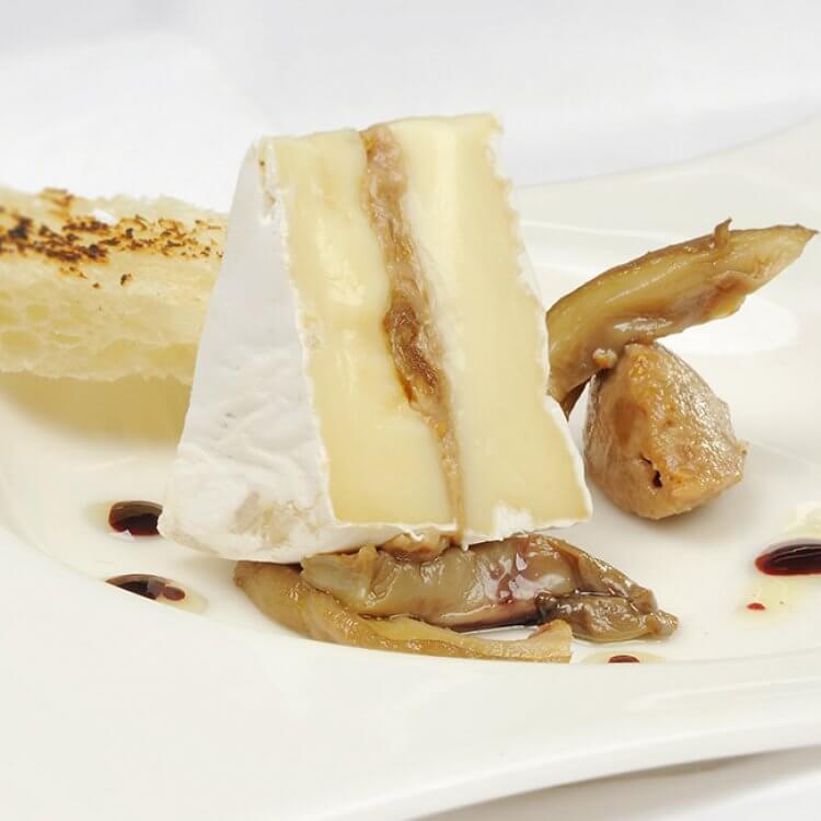 L'Inspiré à la pâte de figues et noix, garni de pleurotes marinés