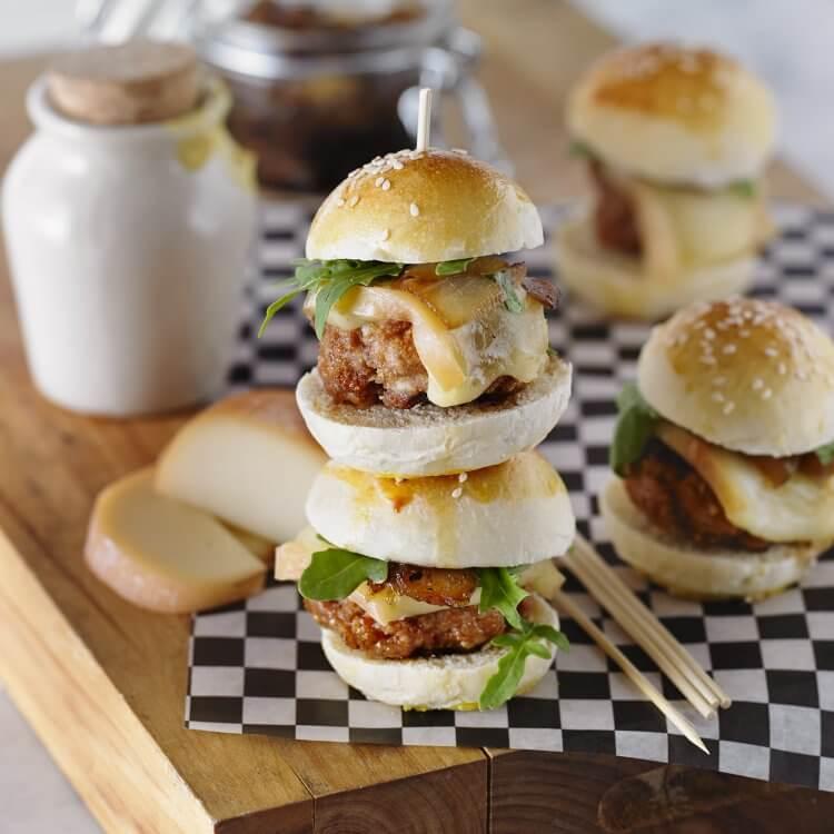 Miniburgers de porc au fromage Le Bocké et confit d'oignons