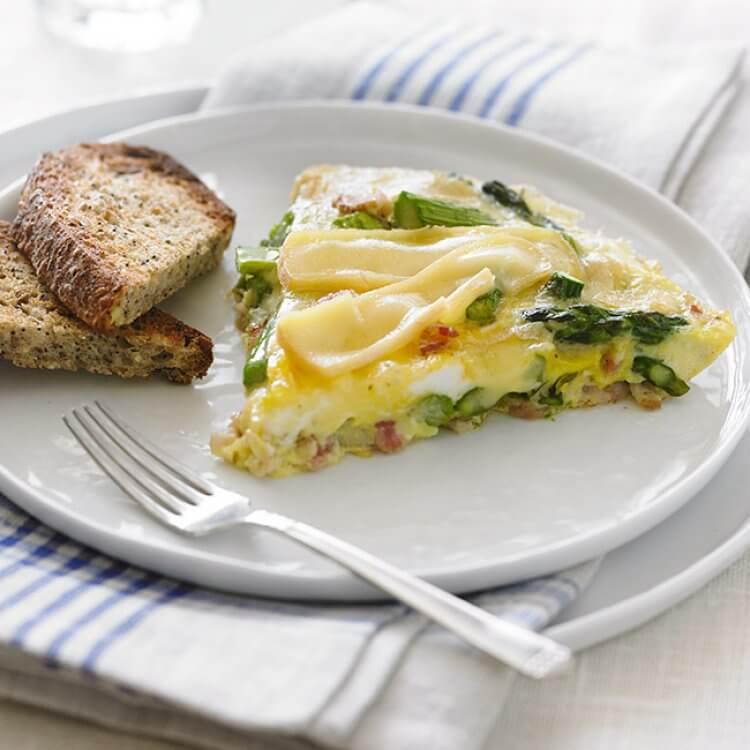 Omelette aux asperges, bacon et Le Champaître