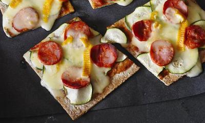 Pizza à la courgette et au chorizo