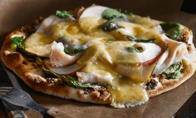 Pizza à la dinde fumée, aux pommes et au fromage Rose