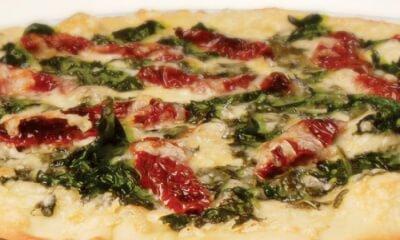 Pizza aux épinards, tomates séchées et Le Migneron de Charlevoix
