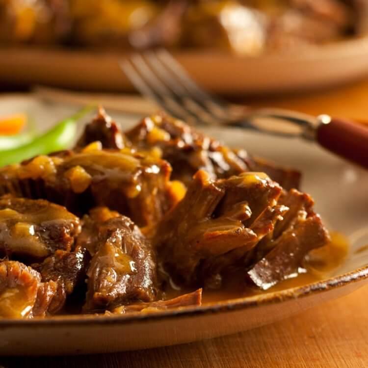 Rôti de palette au Cheddar Perron Vieilli au porto et oignons caramélisés
