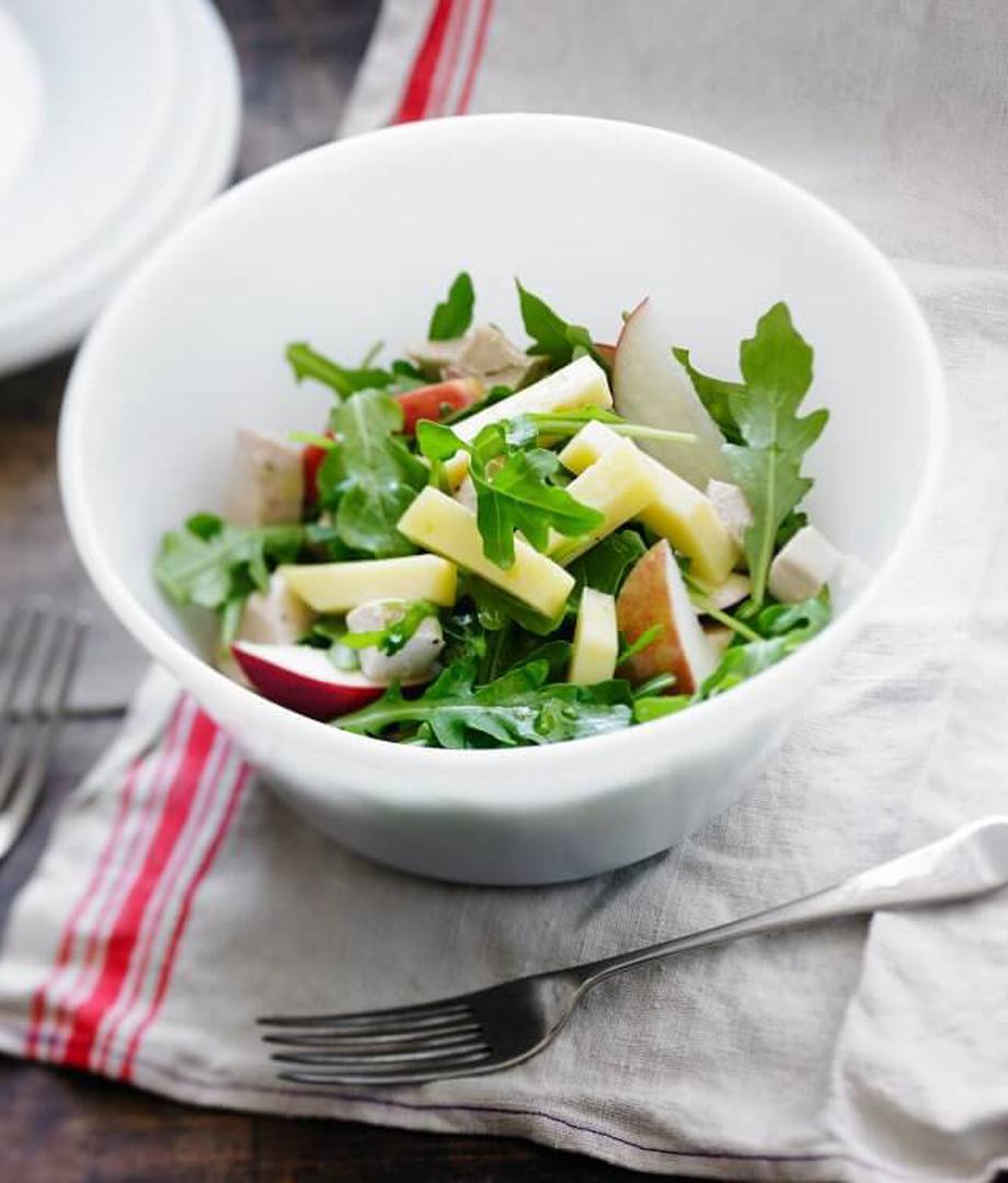 Salade de poulet, de pommes et roquette