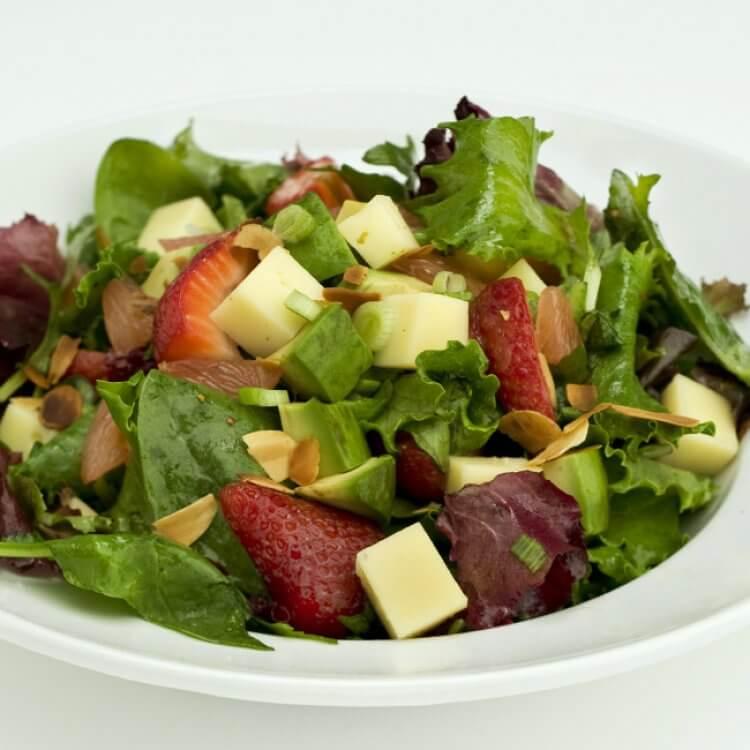 Salade de fraises et de pamplemousse au Vacherin Fri-Charco