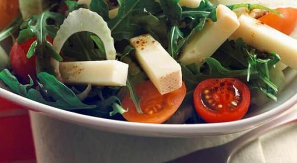 Salade de roquette, fenouil et fromage