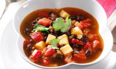 Soupe aux poivrons grillés, haricots noirs et Le sieur Riou-x