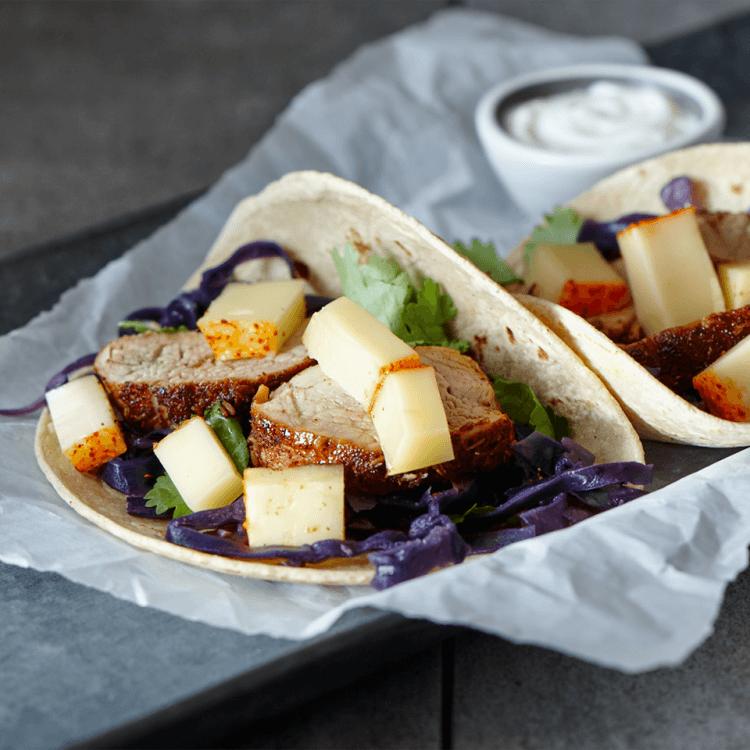 Tacos au filet de porc, au chou rouge à la bière et au fromage La Barre du Jour