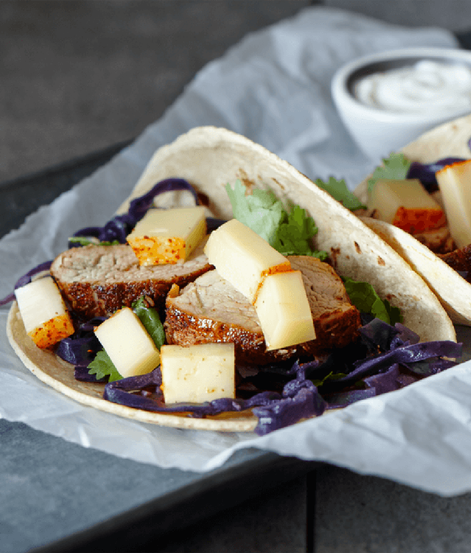 Tacos au filet de porc, chou rouge et fromage
