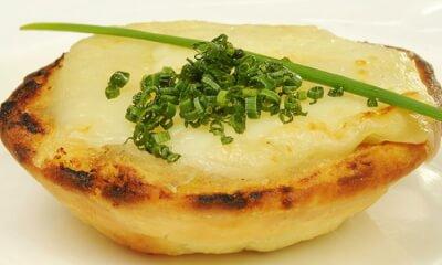 Tartelettes à l'Empereur, à la crème d'oignons et à la purée de dattes