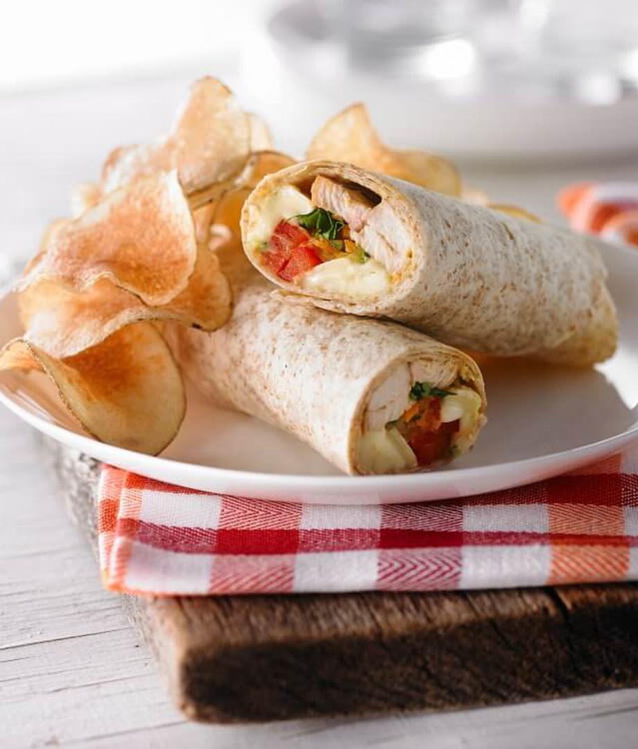 Wrap au poulet, brie et julienne de légumes
