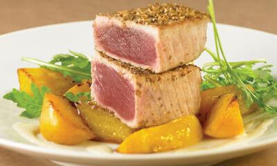 Longe de thon aux épices et betteraves jaunes au four