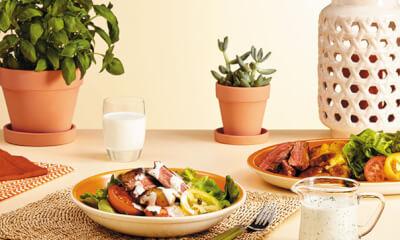 Salade au bœuf grillé et aux fines herbes
