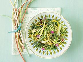 Salade printanière aux asperges, vinaigrette lait et mangue