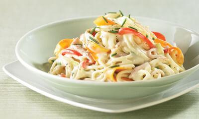 Spaghetti aux légumes et au jambon, sauce moutarde